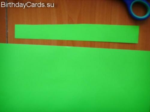 Вырезаем прямоугольник из зеленой бумаги